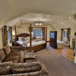 the beautiful William Morris Suite - perfect for your Honeymoon