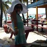 Mesas de restaurante cerca a la playa en Jhonny Kay