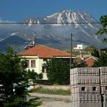 Perto de Akar Pansion se vê o vulcâo Hassan Dagi de 3268 m.