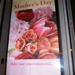 Хороший подарок на День матери - посетить этот ресторан! Правильный.