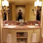 Luxurious bathroom with Le Labo Rose 31 bathroom amenities