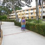 Caminando por el hotel