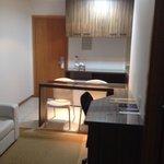 Quarto com mini-cozinha e escritório