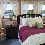 Madison Marie Guestroom - fabulous harbor water view & gas fireplace!