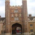Entrada principal al Trinity College de Cambridge.