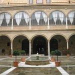 The central courtyard of Hospital de Santiago