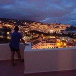 Udsigt over Funchal fra 11. om aftenen