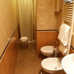 A good sized single bathroom