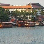 Hotel - Foto von Brücke aus