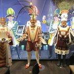 в интерьере пивной - главные герои знаменитого кельнского карнавала