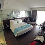 Habitación moderna y confortable