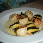 scallops with lobster ravioli