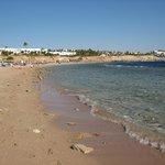 Огромный длинный пляж