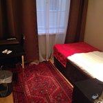 Rum 503 - Väldigt litet rum med fönster mot gården