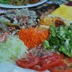 poissons grillés et crudités