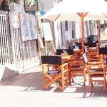 Amplias terrazas para disfrutar al aire libre en un grato ambiente