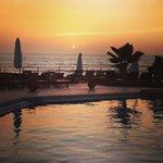 Coucher de soleil sur la piscine principale