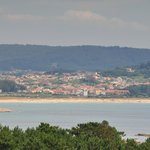 Playa, casco urbano y monte