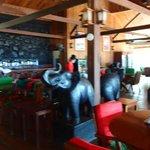 restaurant/lobby/bar area