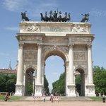 Arco della Pace, antiga Porta Sempione, concluída em 1838 por Luigi Cagnola