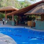 Bar, Restaurant and pool