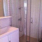 salle de douche impeccable