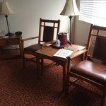 king room sitting area