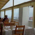на террасе ,несмотря на любую погоду.всегда солнечно,летают чайки за окном и рядо Босфор