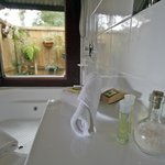 Romantic Garden Cottage Ensuite