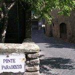 Ponte di paradosso, quartiere San Pellegrino