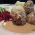 Meat balls with loganberries sauce and mashed potato