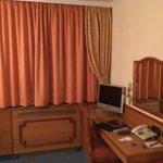 Double Room - Desk Area