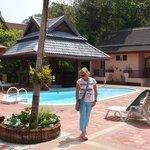 Chambres type bungalows (bati) autour de la piscine