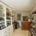 Retrouvez notre huile d'olive A.O.P Vallée des Baux de Pce.