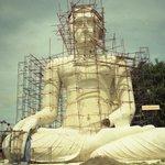 Il grande Budda in costruzione