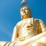 Будда на вершине скалы