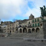Plaza Mayor( estatua de Pizarro)