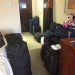 Vista do apartamento carregado de malas, já no dia de ir embora