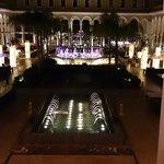 Zona principal donde está la restauración,  por la noche el hotel es precioso