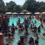 Gündüz havuz partysi