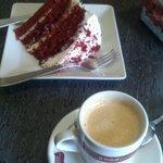 Tarta red velvet y cafe