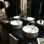la salle de bain de la chambre 866