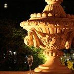 А на летней террасе ждёт бокал холодного шампанского...)))