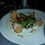 Rouleau de saumon mariné aux crevettes grises et à l'aneth*