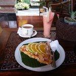 Banana/pineapple pancake + mixed fruit juice + tea: my favorite!