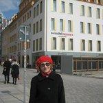 А это я на фоне Swissotel в Дрездене