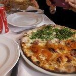 l'antipasto misto della casa, con salumi , pizze di vari gusti, erbe di campo, piadina, buonissi