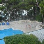 В отеле есть бассейн