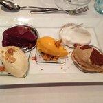 Is på række, 5 forskellig slags sorbet (skyr, bær, lakrids, vanilie og havtorn)