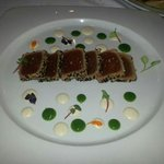 Tataky de atún con ajo blanco de almendras